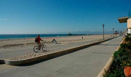 Image of Manhattan Beach Promotes Health Through Community Design